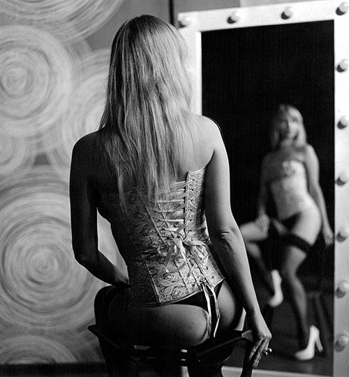 Gorsety erotyczne – co w ofercie mają sklepy internetowe
