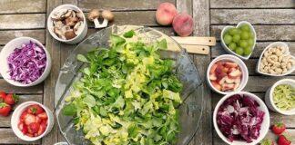 Sałatka jest dietetycznym pomysłem na obiad
